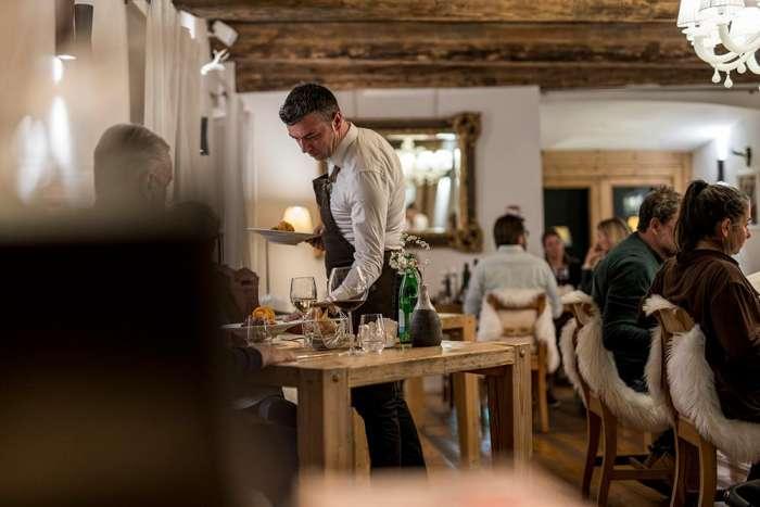 Kellner in dem Restaurant
